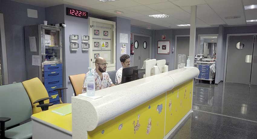 Control de enfermería de la UCI pediátrica del hospital de Candelaria