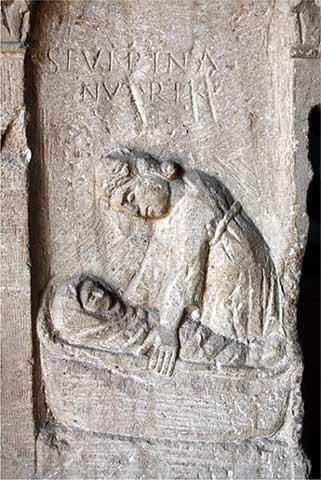 Estela funeraria con una matrona o nodriza
