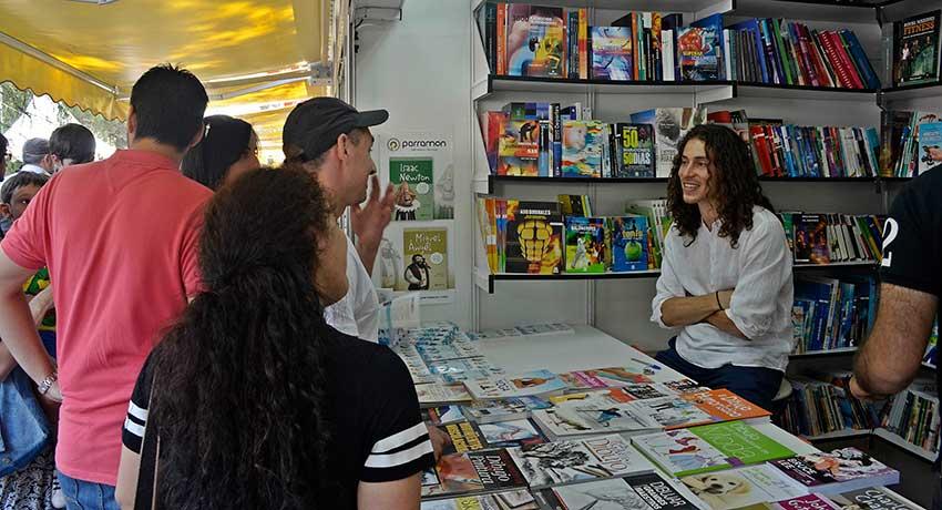 Arturo Guede, fisioterapeuta y triatleta en la Feria del Libro de Madrid
