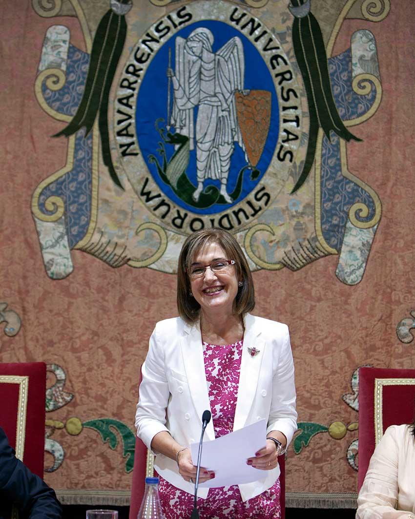 María Isabel Saracíbar durante un acto académico en el edificio central de la Universidad de Navarra